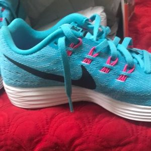 NEW NIKE gym shoes size 8.5